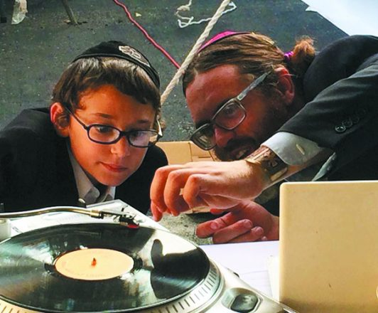 DJ Phreddy spins with Menachem Mendel Pinson