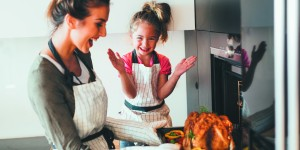 "Stacy Goldberg's ""Eat Right Now"" Column – Thanksgiving Tips"