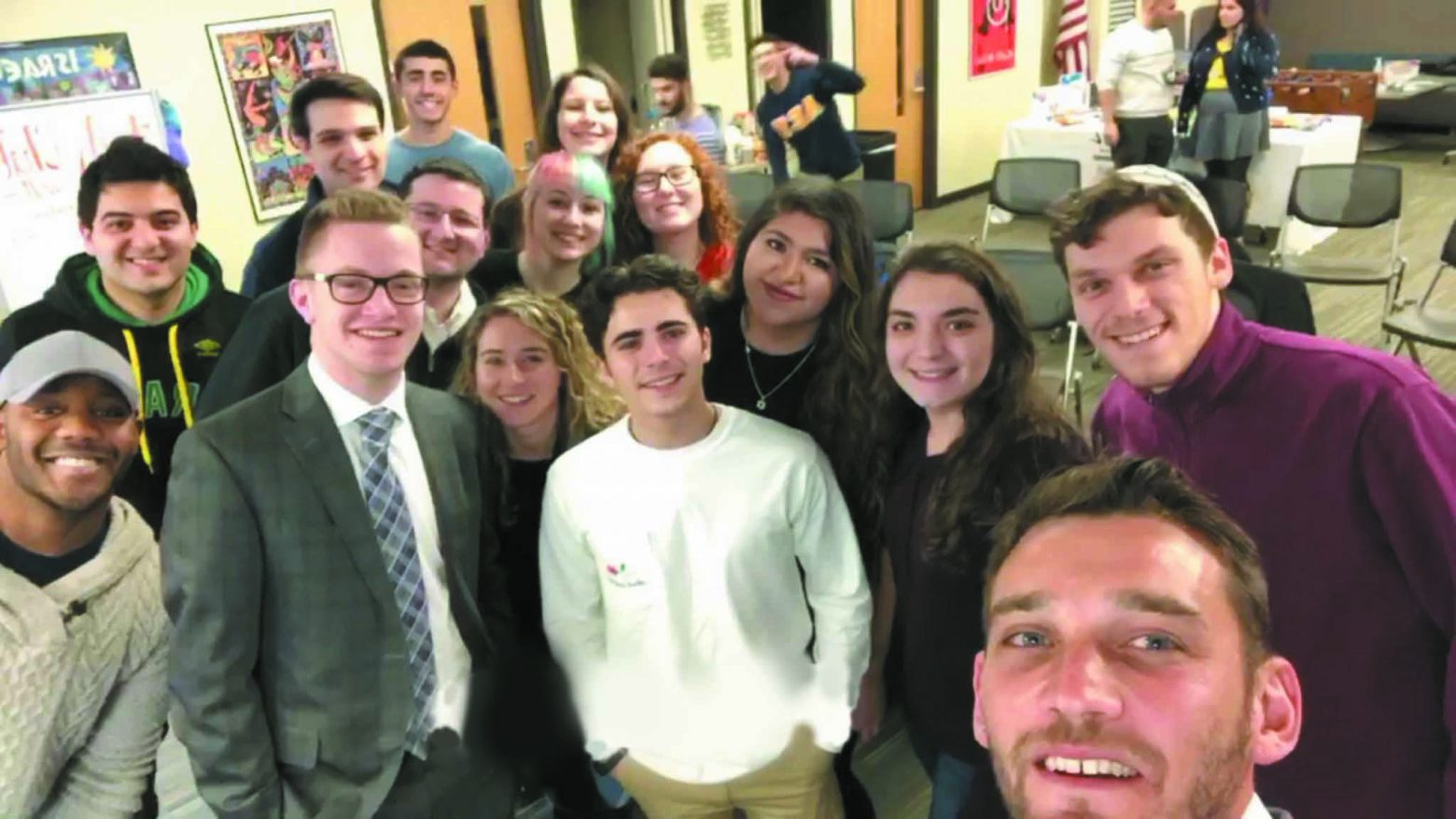 Israeli popular TV actor Dean Miroshnikov takes a selfie with WSU SFI students.