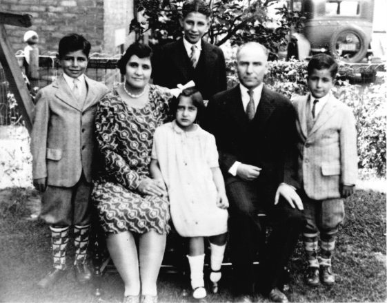 Judith and Jacob Chicorel in 1925 with the first four of their seven children.