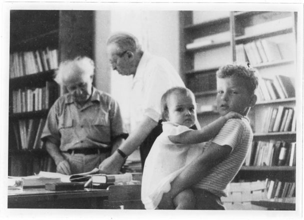 Alon Ben-Gurion holds his sister during a visit to their grandfather, David Ben-Gurion