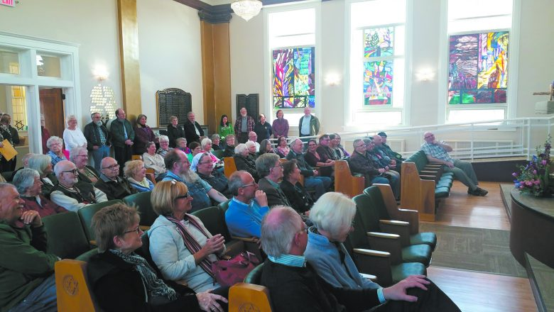 Guests fill the new Temple Beth Sholom sanctuary in Marquette.