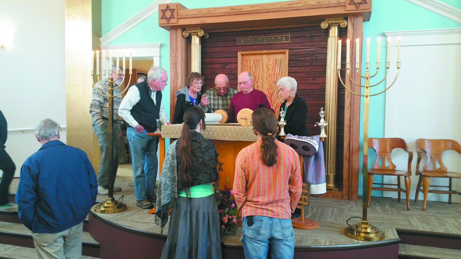 Aaron Scholnik, second from right, on the new bimah with open house guests