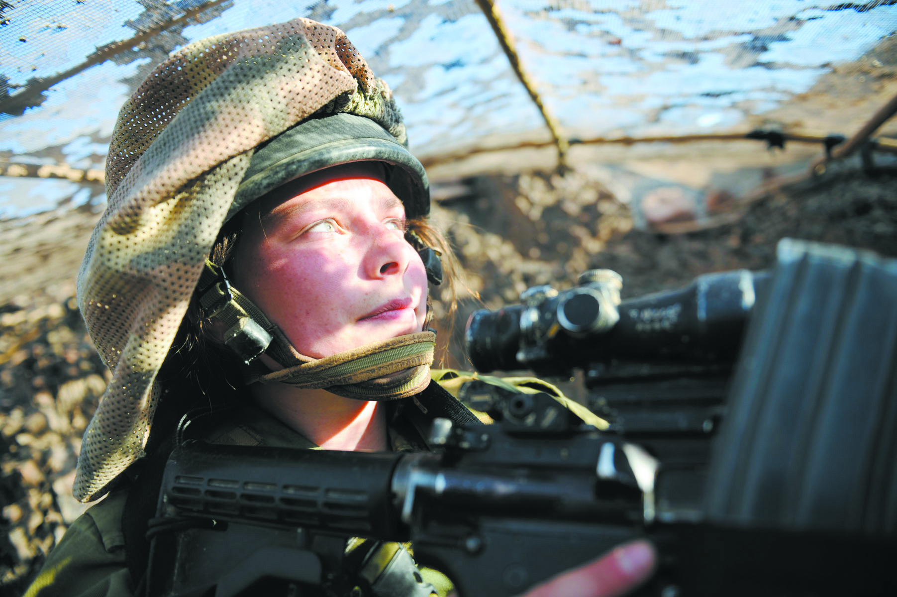 An illustrative image of an IDF female soldier.