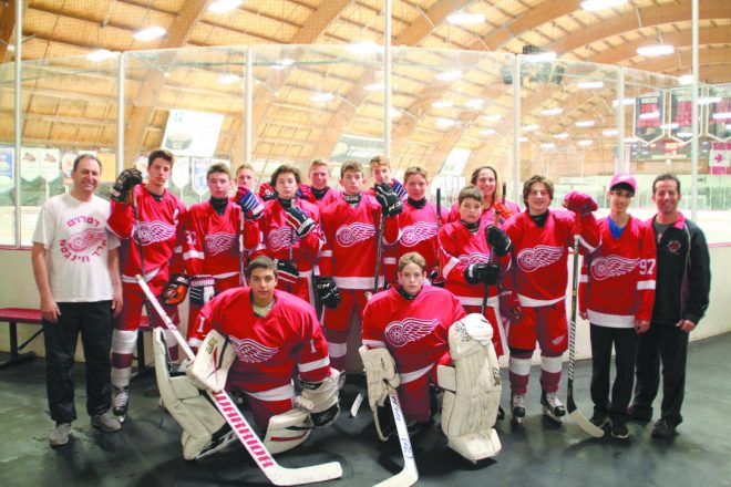 The Detroit hockey team that competed at the JCC Maccabi Games & ArtsFest in California