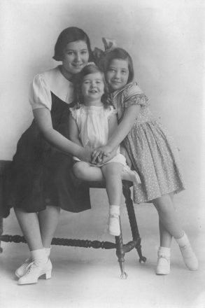 Charlotte Rae was the middle of three talented sisters born to Meye and Esther Lubotsky in Milwaukee. Her older sister was Beverly Levin; her younger sister is Miriam Guten.
