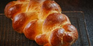 Video: How To Braid Challah