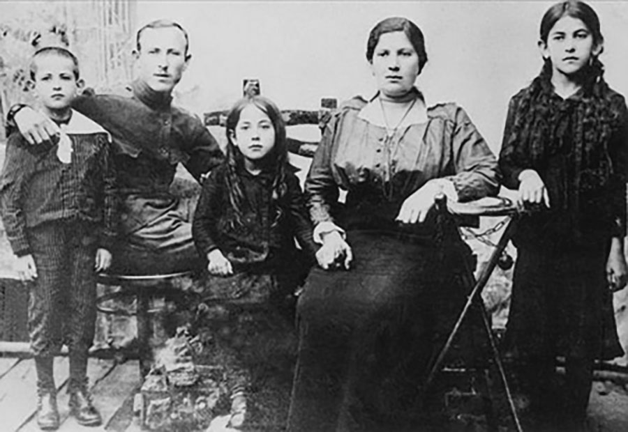 Aaron Tilchin came to the U.S. from David-Horodok in 1912. Because of WWI, he could not bring his family until 1920. This photo of his wife, children and brother was taken in David-Horodok in 1918. Berel Tilchin, the brother, was in the Polish army in 1918. He perished with his family in the Holocaust. Left to right: Seymour Tilchin (who later would become publisher of the Detroit Jewish Chronicle), Berel Tilchin, Miriam Tilchin Knoppow, Minnie Siporin Tilchin (Aaron's wife) and Sadie Tilchin Sandweiss. local landsmen reconnect