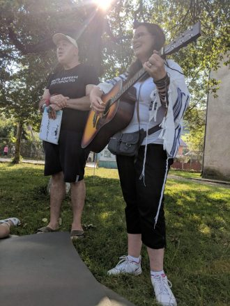 Saralee Shrell-Fox with a Group Leader teaching a new melody in T'fillah