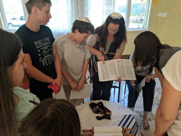 Workshop on Torah Reading to a group of campers and staff