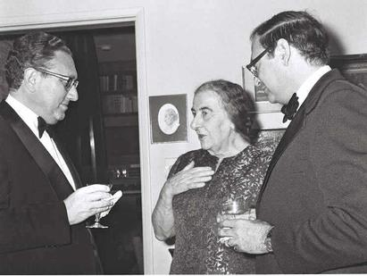 Prime Minister Golda Meir meeting with Kissinger (left) and Simcha Dinitz (right) in February 1973.