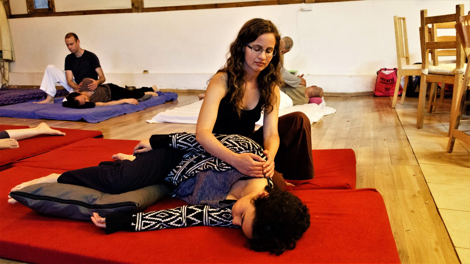 Noa practices with the shiatsu community in the Jerusalem hills.