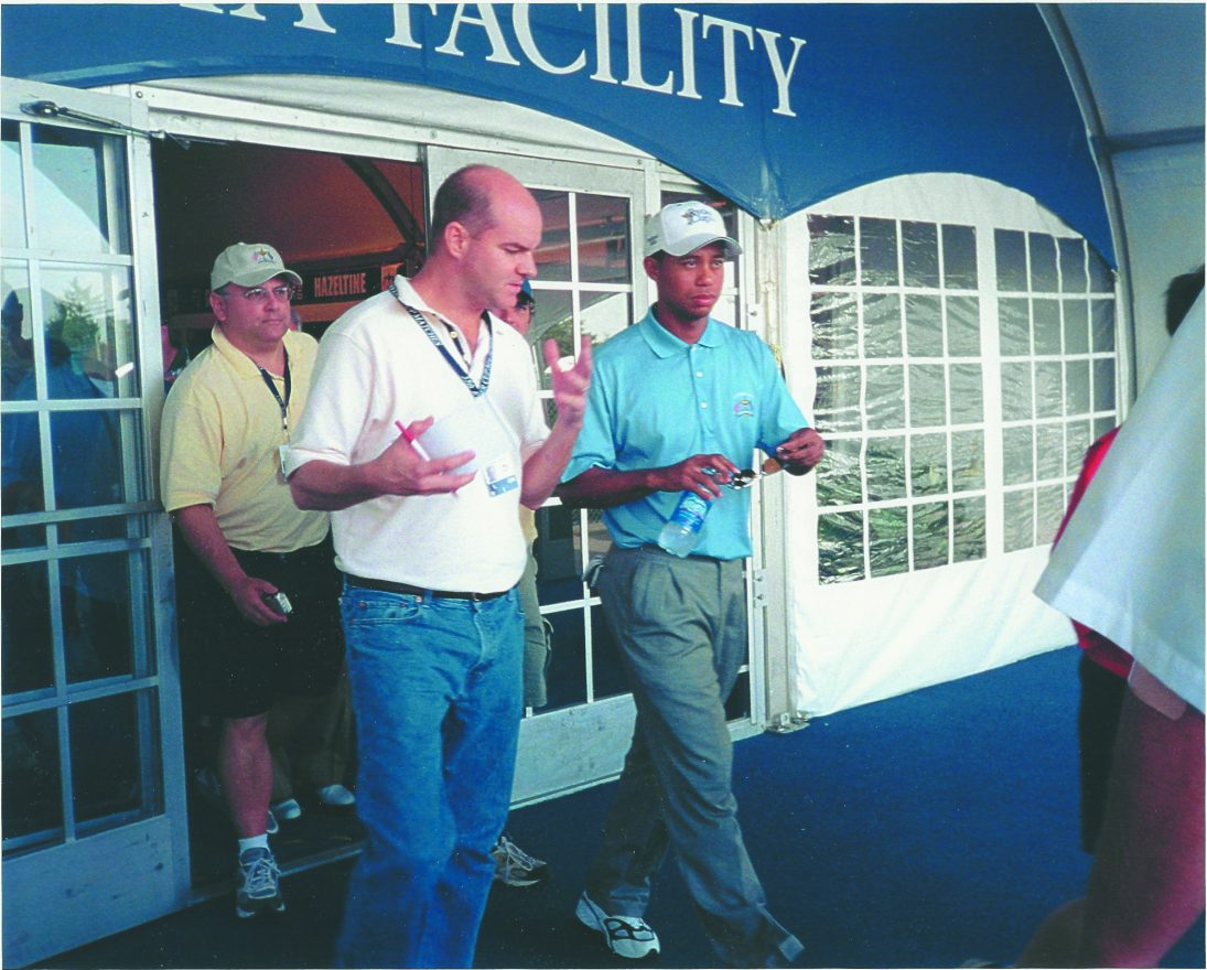 Alan Muskovitz edges in for an interview with Tiger Woods in 2004.