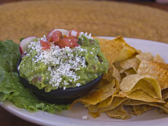 Guacamole and chilps