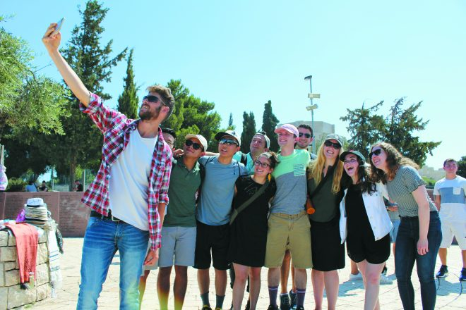 a group of TAMID students take a selfie together