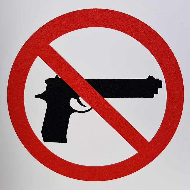 no guns allowed sign showing gun with a cross through it