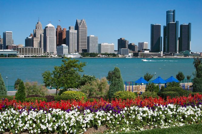 South of the border ... from the US lies - yes, Canada: This is Riverfront Park in Windsor, with the Skyline of Detroit as background. Windsor, Ontario, is actually south of Detroit, Michigan