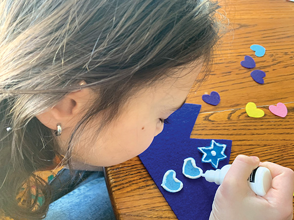 Create customized Purim crowns for the kids