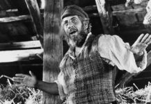 "Chaim Topol in ""Fiddler on the Roof"" 1971"