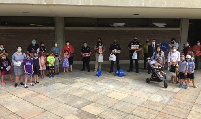 Members of the Young Israel of Southfield with the Southfield Police Department