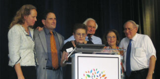 Mary Freeman and Andy Levin; Syma Echeandia, then-president of Congregation T'chiyah; Sander Levin; and Barbara and Carl Levin at a benefit dinner for the synagogue in 2013